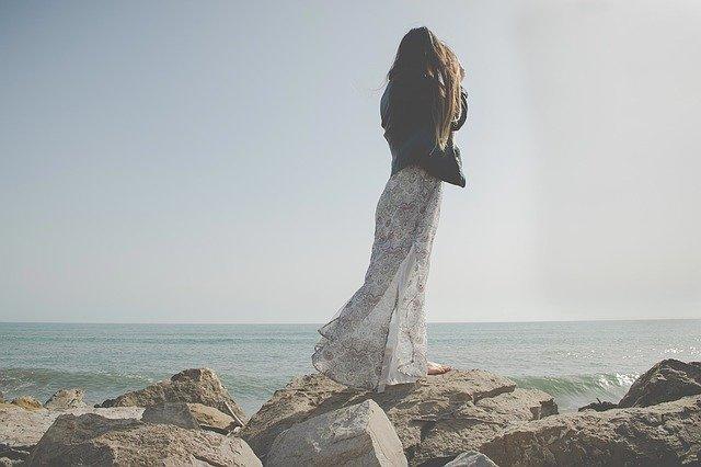 minimalistyczna sukienka